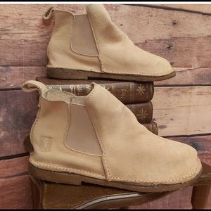Baffin ankle booties size 8 but fit like 7.5